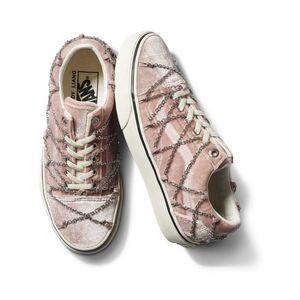 Zapatillas-Ua-Old-Skool--Sandy-Liang--Rivington-True-White